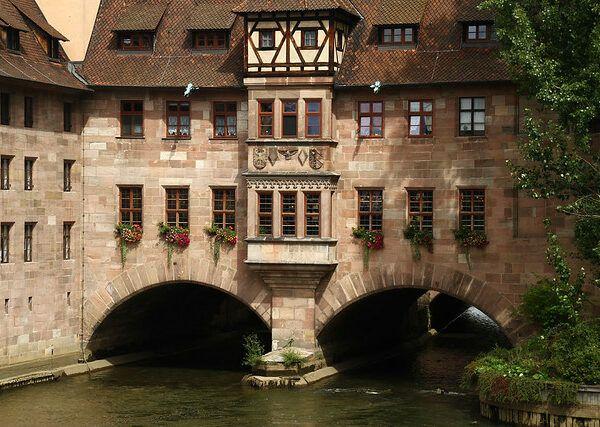 Nuremberg – A River under a Hospital