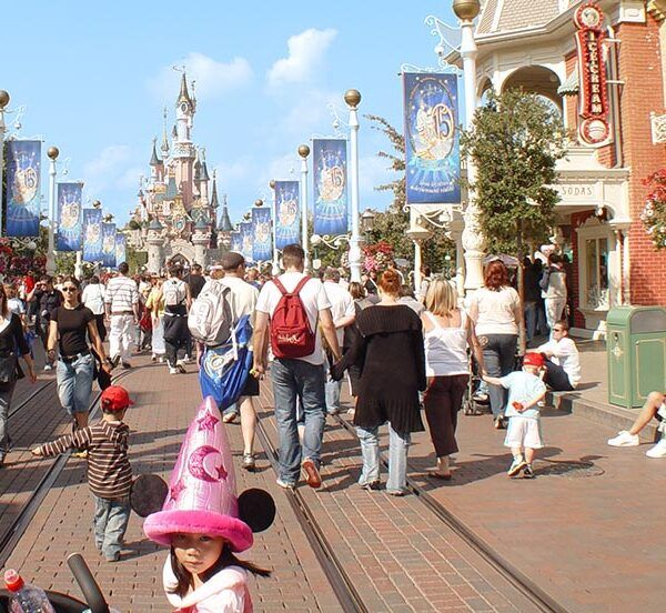 9 Reasons Why We're Happily Going back to Disneyland Paris